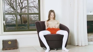 Gloria does striptease before she sticks her fingers in her honeypot