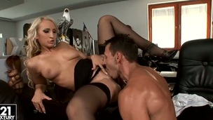 Blonde Nina Moonlight has some time to give some oral job pleasure