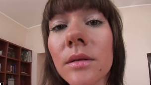 Brunette cant live a day without taking fake penis in her muff pie
