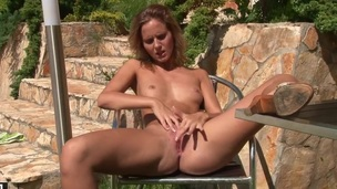Blonde hottie cant live a day without playing with her beaver